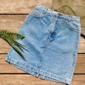 Gap light wash jeans skirt size 8